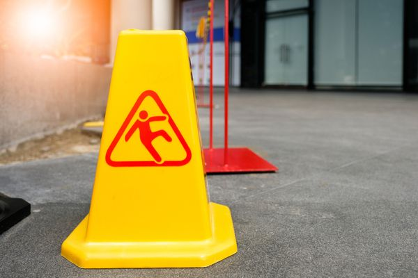 fall prevention hazard signage for slippery floor