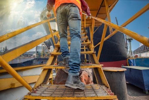 Safety Tips for Working on Roofs & Elevated Platforms