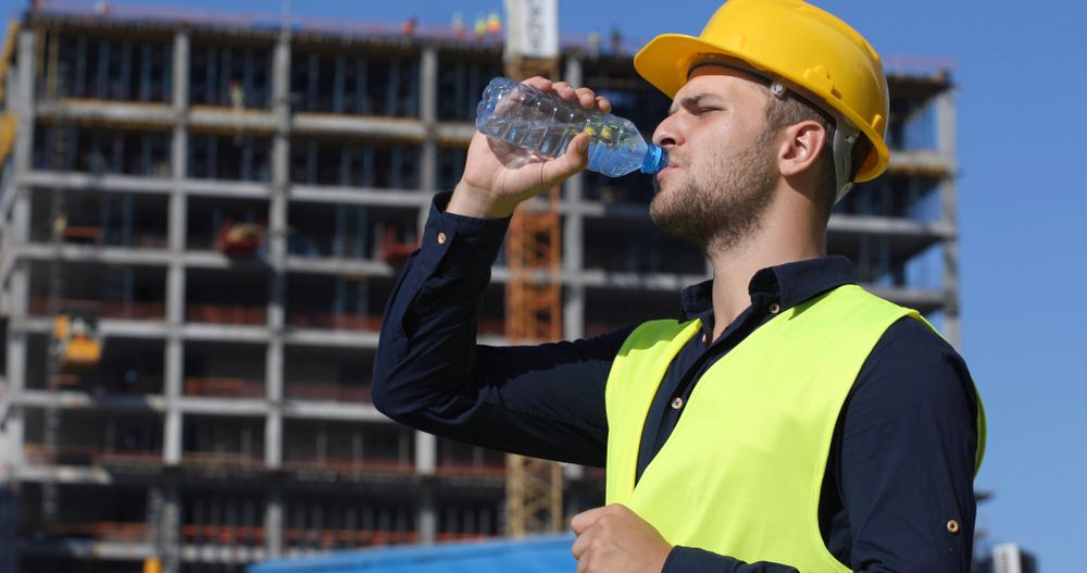 worker hydrating prevent heat stress