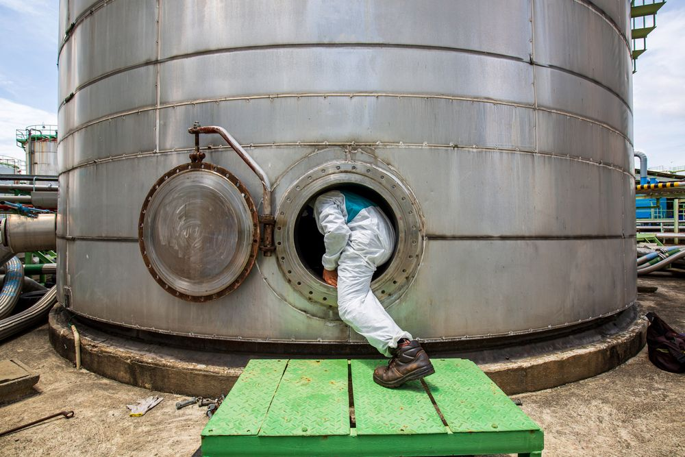 worker enters confined space